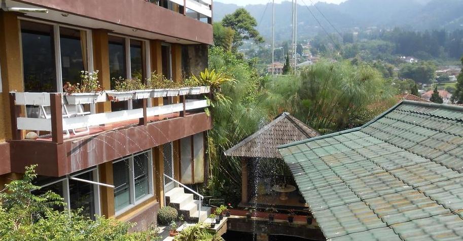 Dibandingkan Dengan Semua Hotel Diatas Davinci Cisarua Merupakan Penginapan Biaya Sewa Yang Paling Murah Yaitu Rp 200000 Per Malam