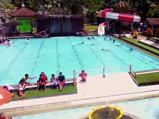 Tempat Main Air Anak Seru Di Kolam Renang Zam Zam Tirta