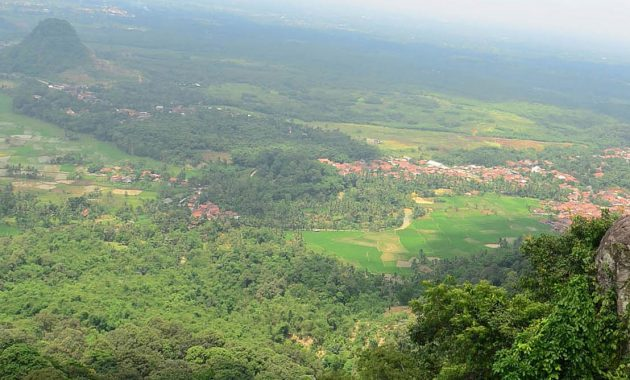 situs lokasi puncak gunung munara rumpin