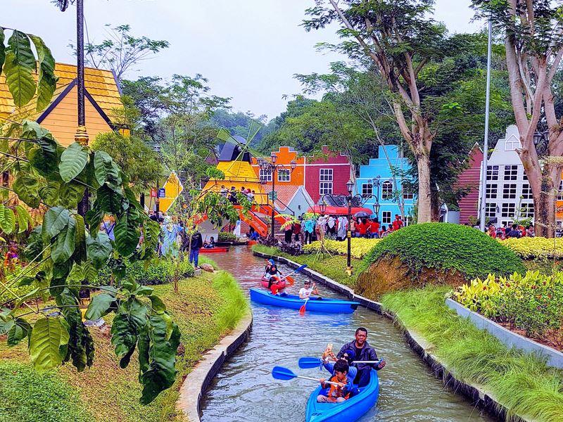 Tempat Selfie Kekinian Di Devoyage Kampung Eropa Bogor